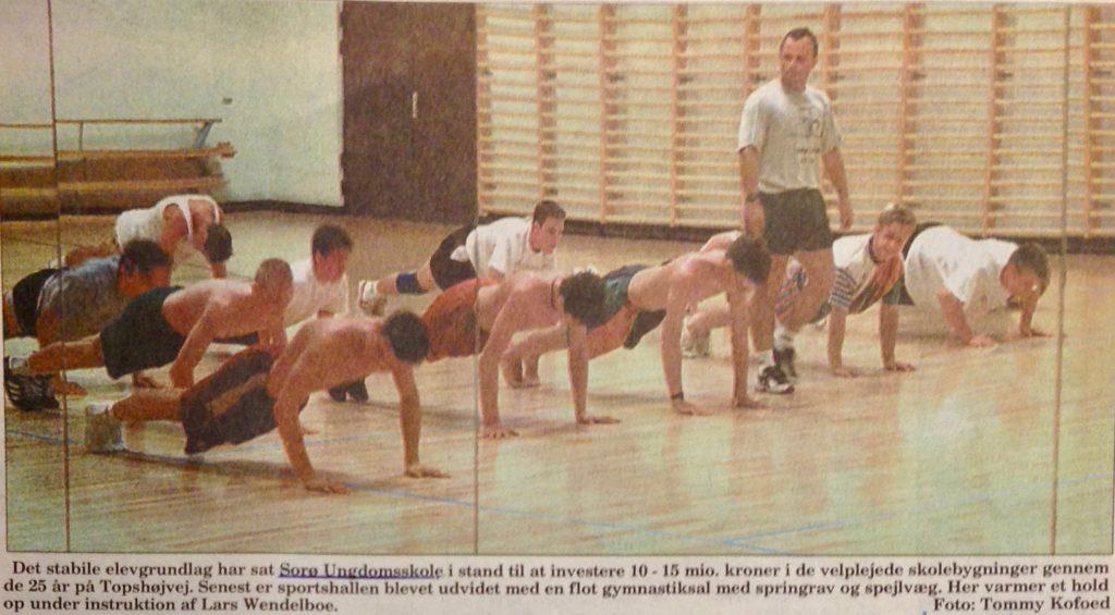 Lars Wendelboe underviser i gymnastik