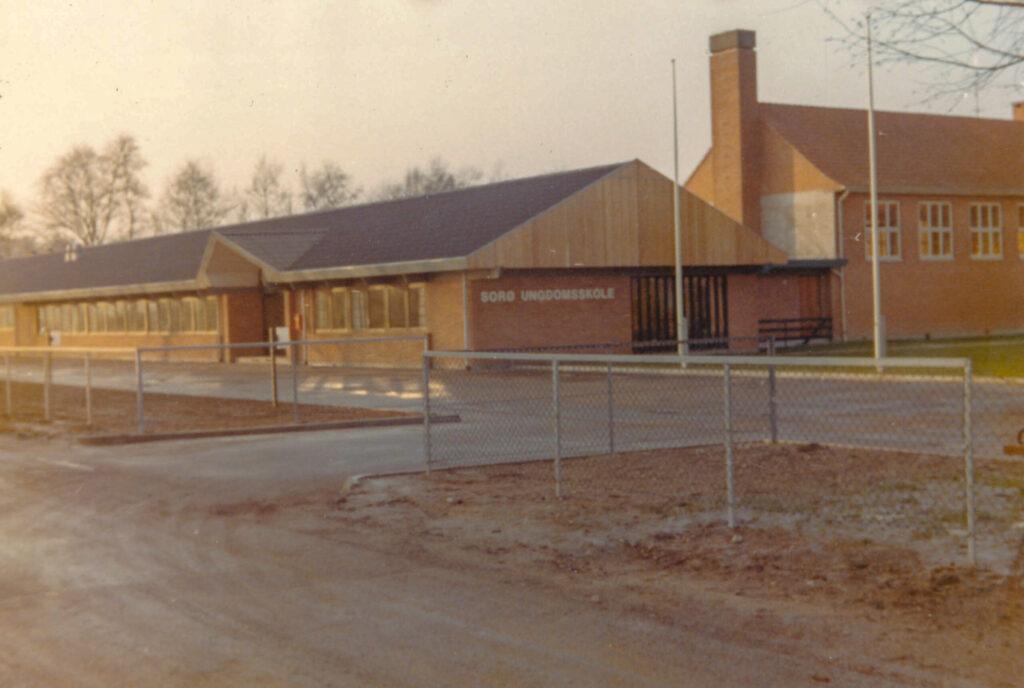 Nye elever ankommer på Topshøjvej 1972-1973